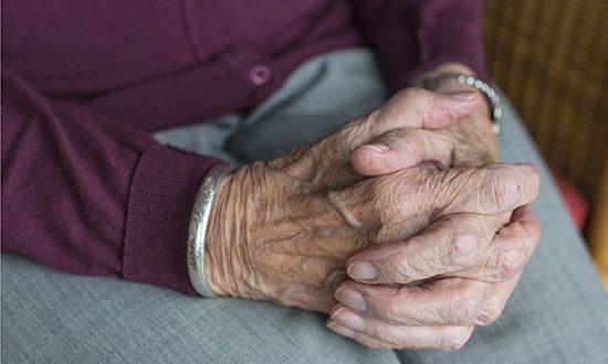El coronavirus, se ceba con las personas más mayores…